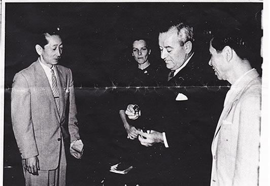 祖父 鈴木英 とウィリアム・ワイラー監督の談笑シーン